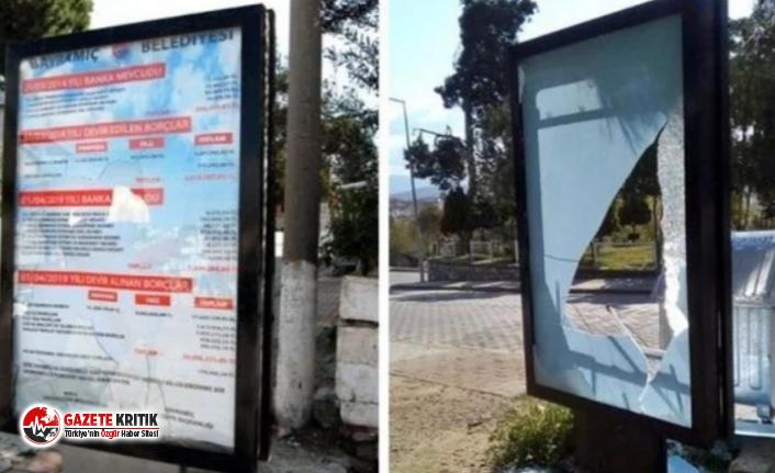 AKP'den kalan borçların sergilendiği billboardlar parçalandı