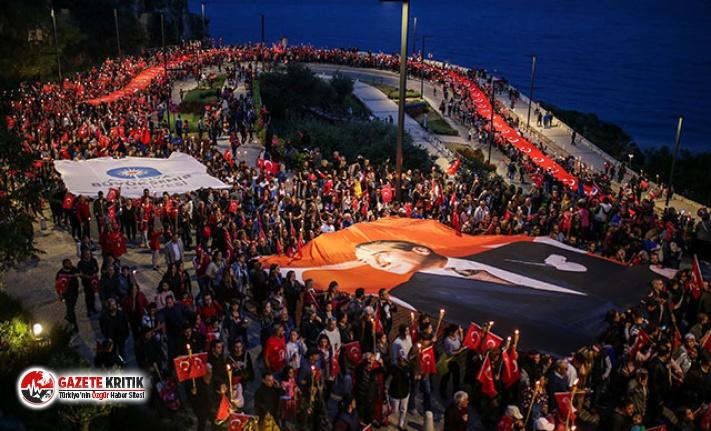 Antalya'da 23 Nisan fener alayı ile kutlandı