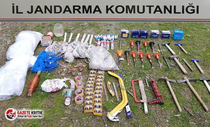 Bitlis'te PKK sığınağında patlayıcılar ele...