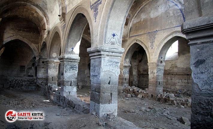 Elia Kazan'ın köyündeki tarihi kilise yıkılma...