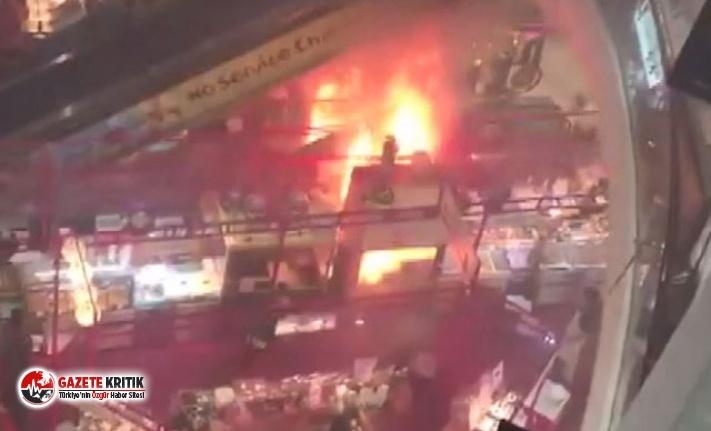 Singapur'da alışveriş merkezinde yangın paniği