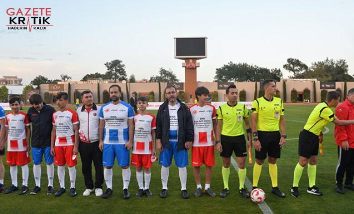 Suriyeli çocuklar ve parlamenterler futbol maçı...