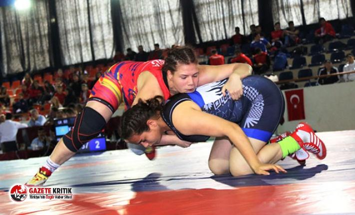 Uluslararası Şampiyonlar Güreş Turnuvası Antalya'da başladı