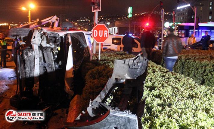 Yolcu servisi kavşakta iki otomobille çarpıştı:...