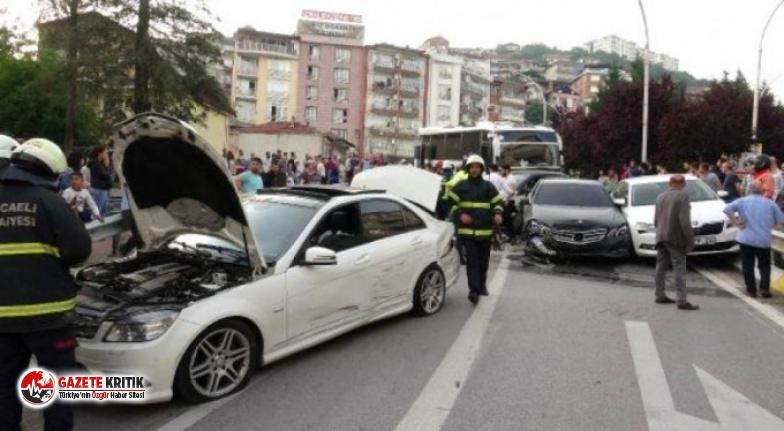 Midibüsün freni boşaldı, 11 araç birbirine girdi:...