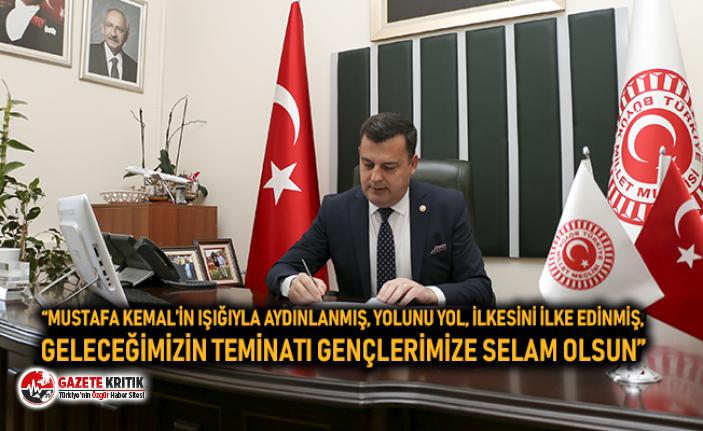 """MUSTAFA KEMAL'İN IŞIĞIYLA AYDINLANMIŞ, YOLUNU..."