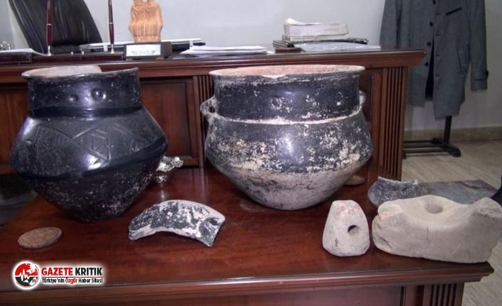 Tarlasını işlerken 5 bin yıllık tarihi eserler buldu, 'tutuklanırım' korkusuyla 1 ay sakladı