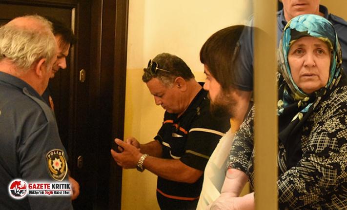 Kötü koku gelen evinin kapısı kırılmasın diye itfaiyecilere yalvardı