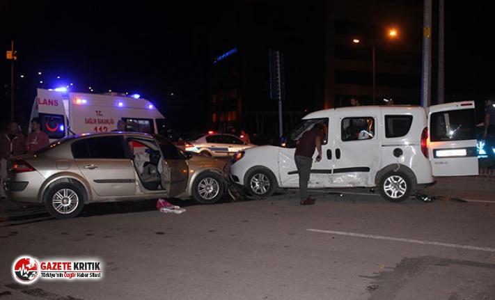 Polis aracı ile otomobil çarpıştı: 2'si polis, 5 yaralı