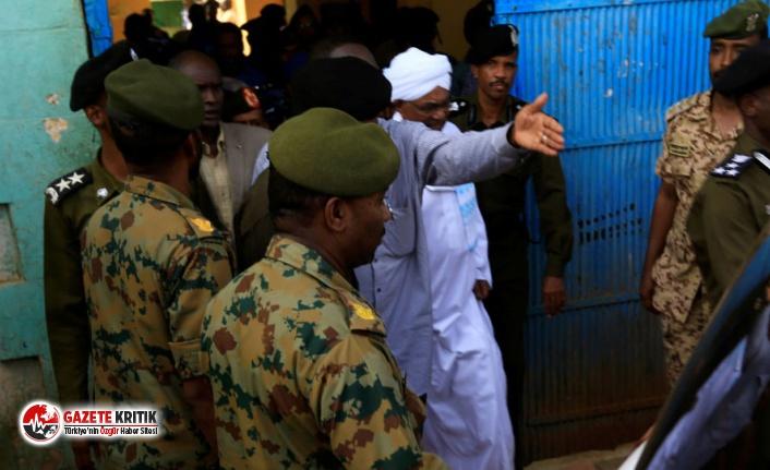 Sudan'ın devrik lideri Beşir darbeden sonra...