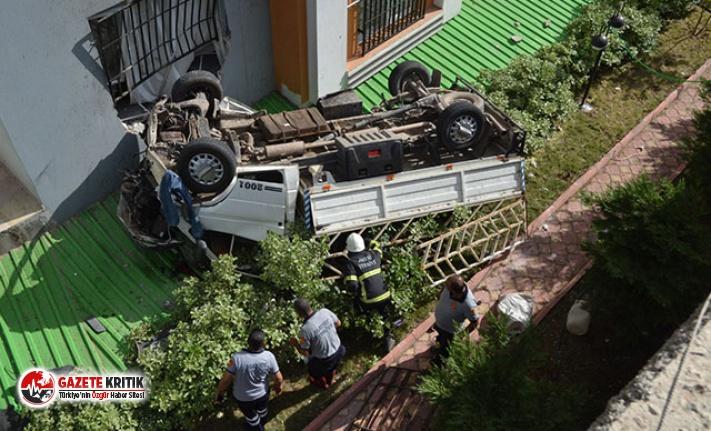 Hatalı sollama yapan otomobilden kaçan kamyonet,...