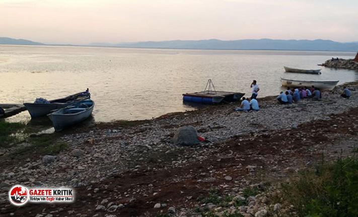 Manisa'da kayık alabora oldu: 3 kişi kurtarıldı,...