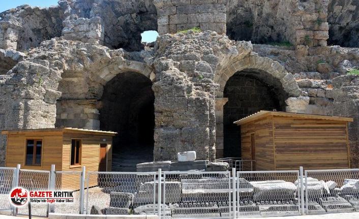 Roma dönemine ait Antik Tiyatro'ya 'prefabrik...