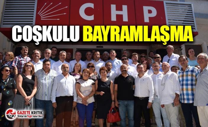 CHP'DE COŞKULU BAYRAMLAŞMA