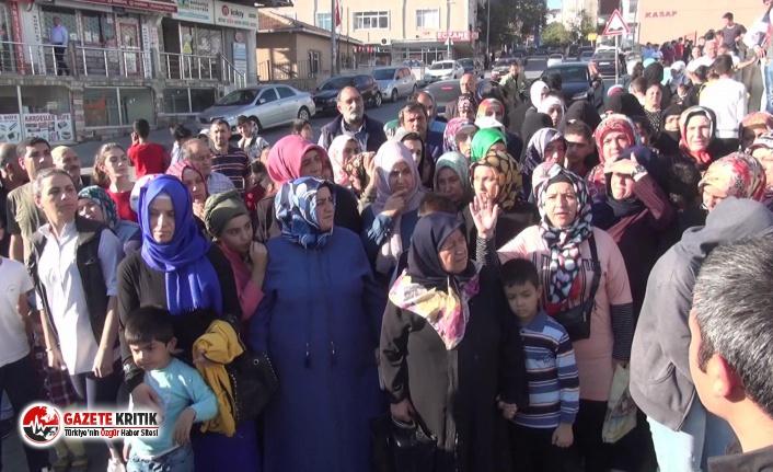 Arnavutköy'deki hasarlı okulda velilerden eylem:...