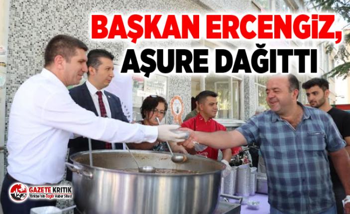 Başkan Ercengiz, Aşure dağıttı