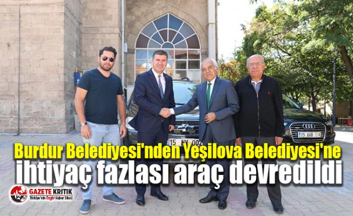 Burdur Belediye Başkanı Ali Orkun Ercengiz, Burdur Belediyesi'ne ait ihtiyaç fazlası aracı Yeşilova Belediyesi'ne verdi.