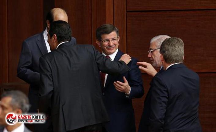 Davutoğlu Ankara'da eski AKP'lilerle bir araya...
