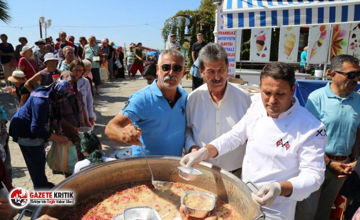 Edremit Belediyesi 25 bin kişilik aşure dağıttı