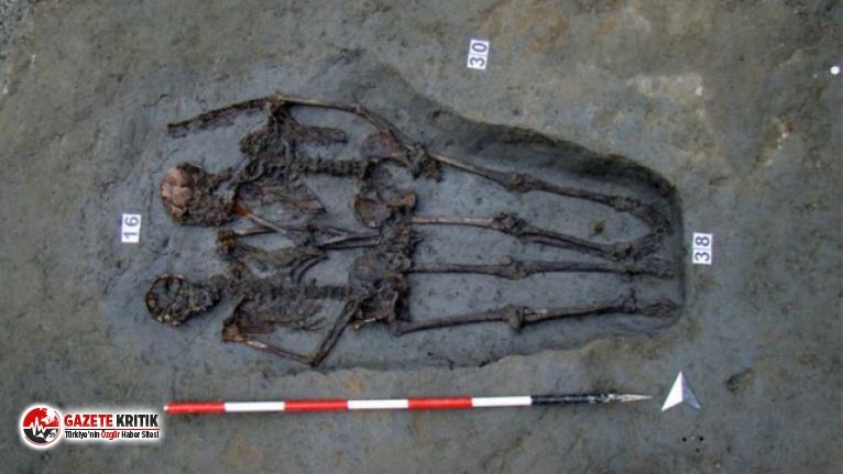 El ele tutuşmuş şekilde bulunan iskeletlerde durum sanıldığı gibi çıkmadı