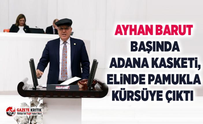 Ayhan Barut başında Adana kasketi, elinde pamukla...