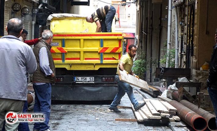 Beyoğlu'nda yıkım kararı verilen binada güçlendirme...