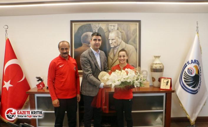 Gümüş Madalyalı Şampiyon Boksör Buse Naz Çakıroğlu, Başkanı Ziyaret Etti