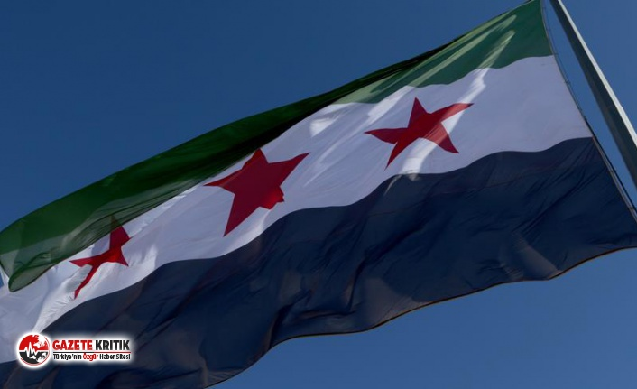 Sınır Kapısına Suriye Bayrağı Asıldı