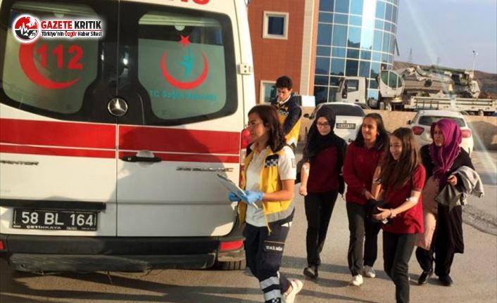 1 Öğretmen, 17 Öğrenci Hastaneye Kaldırıldı