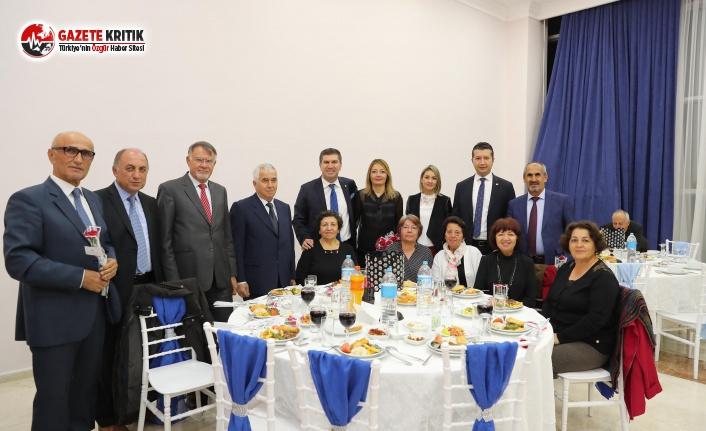 Burdur Belediyesi'nden Emekli Öğretmenler Yemeği