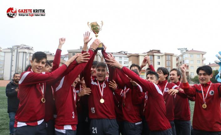 Genç Kartalsporlular Şampiyonluk Kupasını, Kartal...