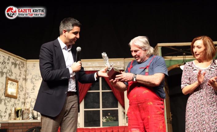 'Hoş Geldin Boyacı' Adlı Tiyatro Oyunu ile Kartallılar Kahkahaya Doydu