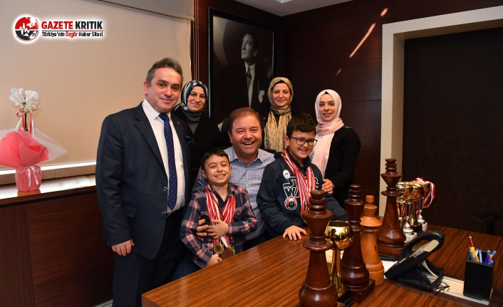 Satranç şampiyonları Başkan Kılıç'ı ziyaret...