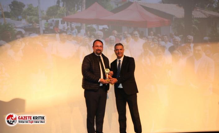 Başkan Utku Gümrükçü'ye Yılın İz Bırakanı Ödülü