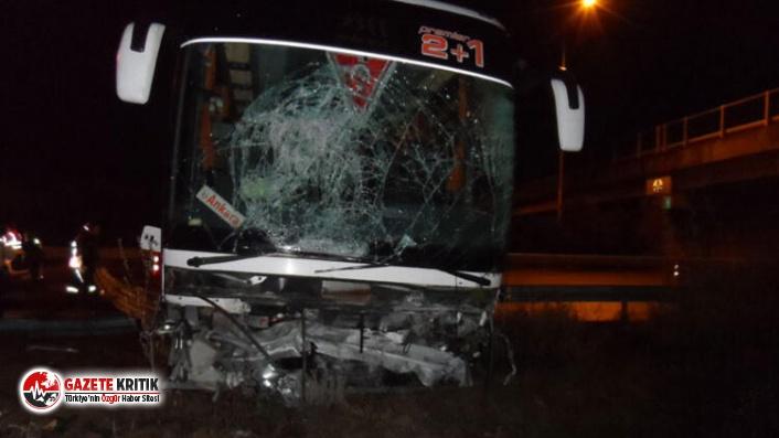 Düzce'de otobüs bariyerlere çarptı: 7 yaralı