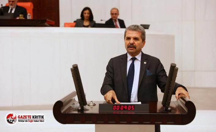 İYİ Partili Bahşi, Tarihi Binaya Asılan TÜGVA...