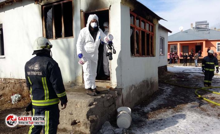 Van'da bir evde yangın: Kardeşler yaşamını...