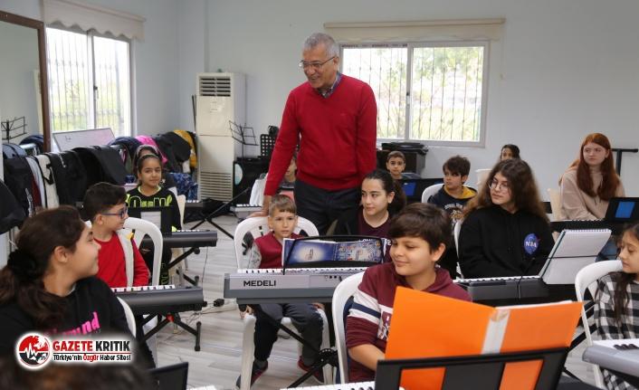 Başkan Tarhan, piyano kursundaki çocuklarla bir araya geldi