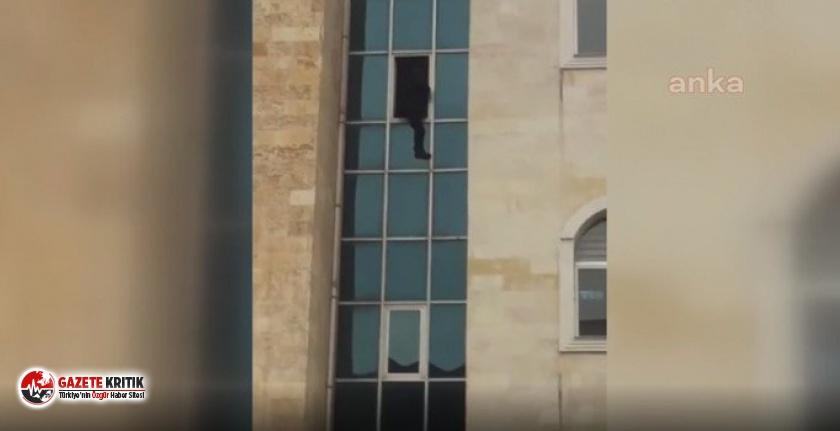 Bir vatandaş kaymakamlık binasından atladı!