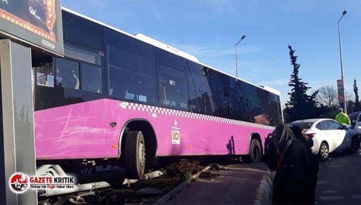 İstanbul'da korkutan kaza! İçi yolcu dolu otobüs asılı kaldı