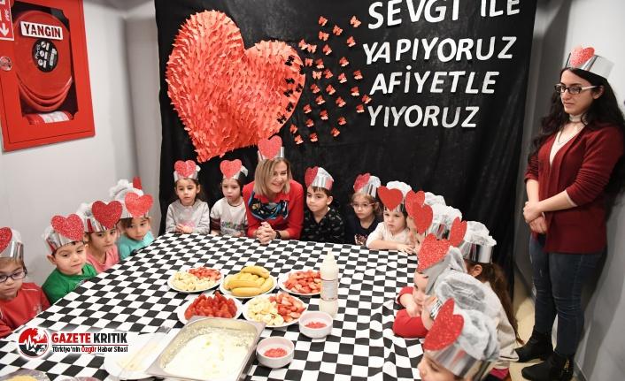 """Konyaaltı Belediyesi Kreşlerinde """"sevgi pastası"""""""