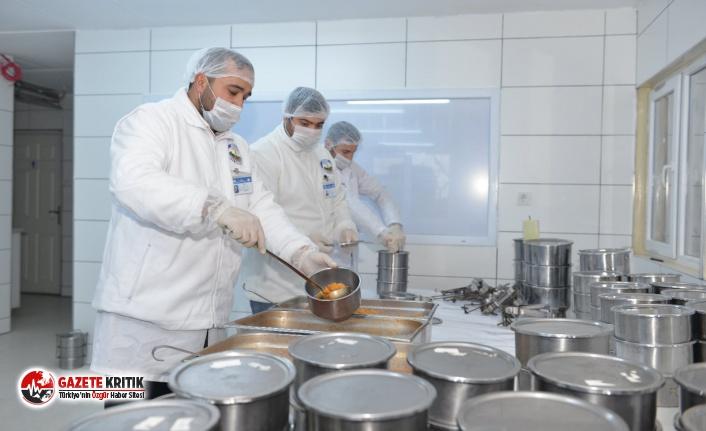 Avcılar'da Evde Kalanlara Sıcak Yemek Servisi Başladı