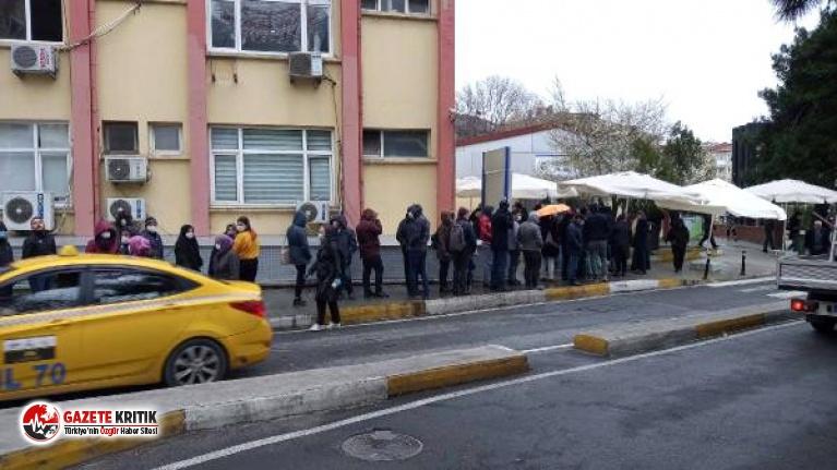 Bakırköy'de corona virüsü test kuyruğu