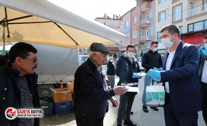 Burdur Belediyesi Salı Pazarında Maske Dağıttı
