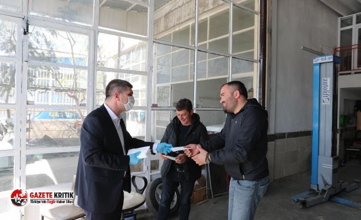 Burdur Belediyesi esnafa maske dağıttı