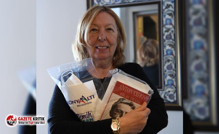 Konyaaltı Belediyesi'nden vatandaşlara kitap hediyesi