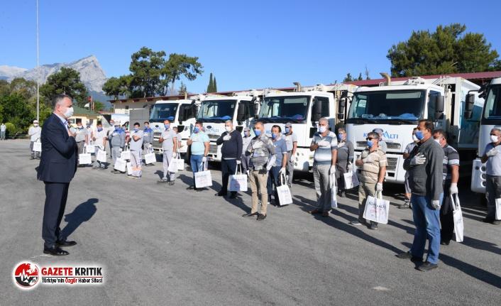 Konyaaltı Belediye Başkanı Semih Esen, pandemi sürecinin kahramanlarıyla bayramlaştı