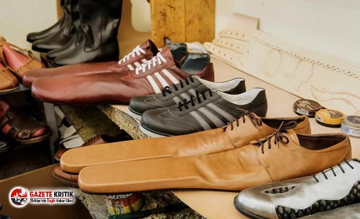 Bunlar da ''sosyal mesafe'' ayakkabısı!