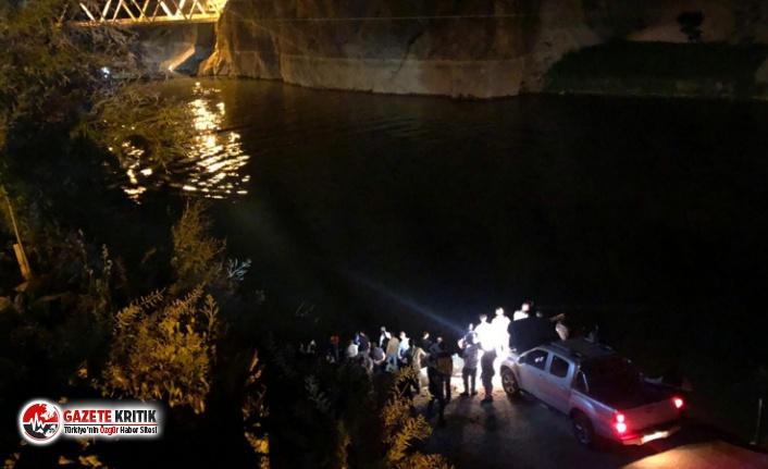 Yolcu minibüsü Fırat Nehri'ne düştü: 5 kişi...
