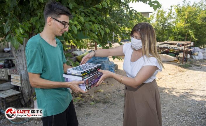 Büyükşehir, genç Fevzi'ye kaynak kitap desteği sağladı
